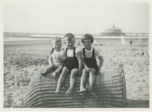 Ada-met-Wim-en-Jacques-in-Schevningen-1936