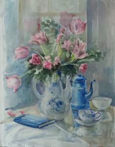 Stilleven met bloemen, boek, kopje en koffiepot